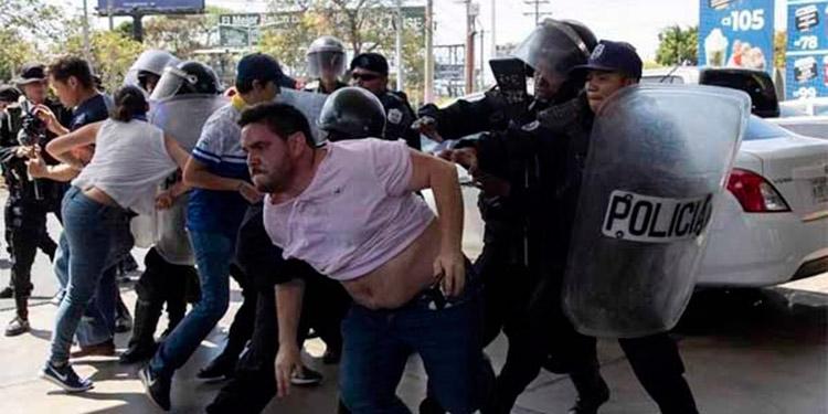 La Policía de Nicaragua disolvió una protesta realizada por miembros de la opositora Unidad Nacional Azul y Blanco (UNAB), entre ellos el aspirante presidencial Félix Maradiaga, cuando faltan unos cinco meses para las elecciones.