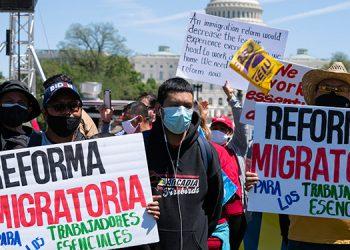 El reclamo de ciudadanía para 11 millones de indocumentados animó a centenares de personas a sumarse a manifestaciones en distintas ciudades de EE. UU. (LASSERFOTO AFP)