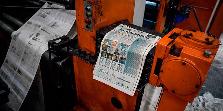 El diario venezolano El Nacional dijo que seguirá cumpliendo con su deber de informar a través de los mecanismos que estén a su alcance, luego de que fuera embargado. (LASSERFOTO EFE)
