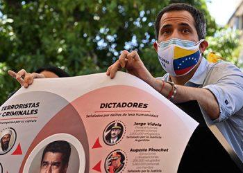 """El presidente de Venezuela, Nicolás Maduro, dijo estar """"listo"""" para conversar con intermediación internacional con el líder opositor Juan Guaidó. (LASSERFOTO AFP)"""