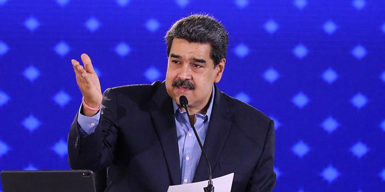"""El presidente Nicolás Maduro pidió el miércoles """"el levantamiento inmediato de todas las sanciones"""" contra Venezuela como primer punto en negociaciones con la oposición. (LASSERFOTO AFP)"""