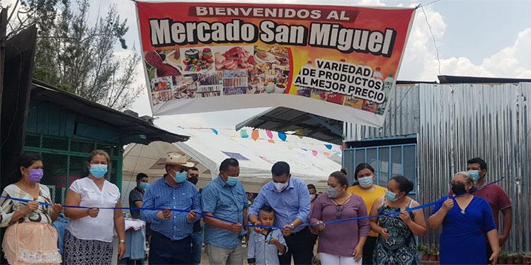 """El alcalde de Siguatepeque, Juan Carlos Morales, encabezó la ceremonia de reapertura del mercado """"San Miguel""""."""