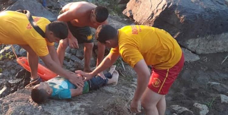 El cadáver del menor Josué Gabriel Nieto Gutiérrez fue rescatado del río Guayape por miembros del Cuerpo de Bomberos.