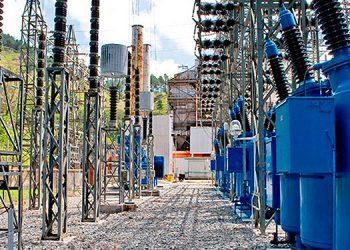 En un año la estatal eléctrica pasará a convertirse en tres empresas que operarán por separado, similar a los cambios implementados en los países vecinos.