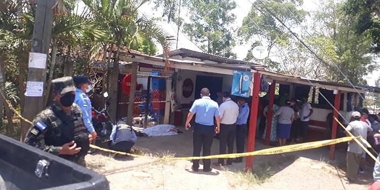 """La Policía Nacional recibió una denuncia de la existencia de un cadáver en la colonia """"3 de Septiembre"""", kilómetro 103 de la carretera hacia La Esperanza, Intibucá."""