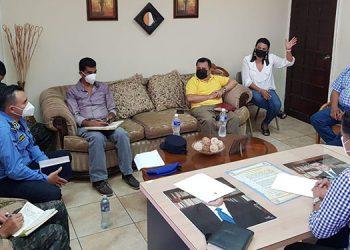 Autoridades municipales y de la Policía Nacional y el Primer Batallón de Ingenieros encabezaron la reunión para buscar estrategias frente a la inseguridad en la zona.