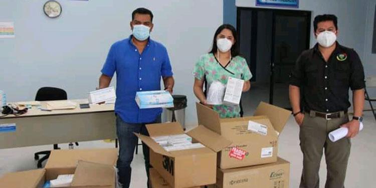 El alcalde Juan Carlos Morales entregó mascarillas N95 y quirúrgicas, otros materiales de bioseguridad y una fotocopiadora al centro de triaje.