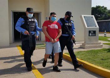 El detenido, Jaime Orlando Ramos Izaguirre, fue trasladado de La Ceiba, Atlántida, a la capital bajo estrictos controles de seguridad.
