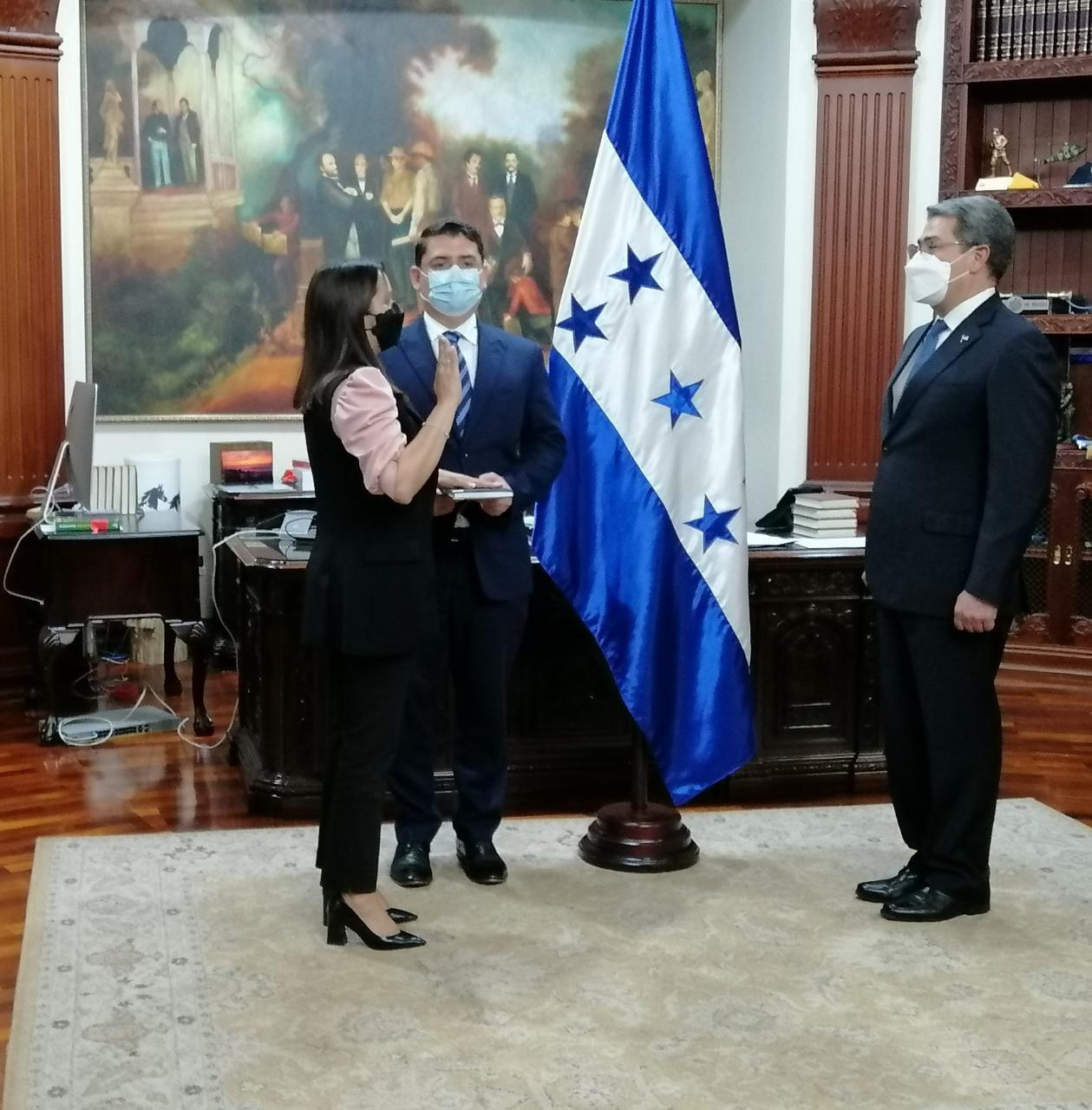 Sandra Castillo al ser juramentada