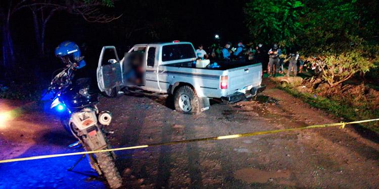 Los tres miembros de la familia Canelas fueron atacados a balazos cuando se transportaban en un Pick- up, en la colonia Agrícola, Catacamas, Olancho.