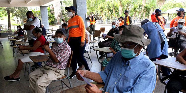 El proceso de vacunación del IHSS está previsto para iniciar en varias ciudades del país.