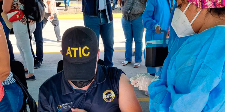 Ya los agentes de la ATIC así como de la DLCN fueron vacunados contra el COVID-19.