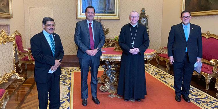 Los representantes del gobierno presentaron en el Vaticano el Plan Nacional de Reconstrucción Sostenible y Sustentable de Honduras al cardenal y secretario de Estado, Pietro Parolin y al monseñor y canciller Paul Richard Gallagher.