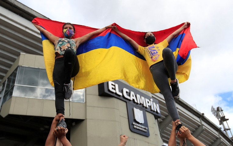 Street artists perform during a protest against Colombia hosting the Copa America football tournament outside El Campin Stadium in Bogota, on May 19, 2021, as the country faces its worst political and civil crisis in recent history. - The Copa America is scheduled to take place from June 13 to July 10. (Photo by DANIEL MUNOZ / AFP)