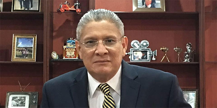 Esdras Amado López.