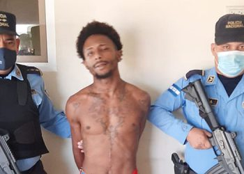 Luego de investigaciones se logró capturar al imputado y le decomisaron como indicio un arma de fuego de juguete.