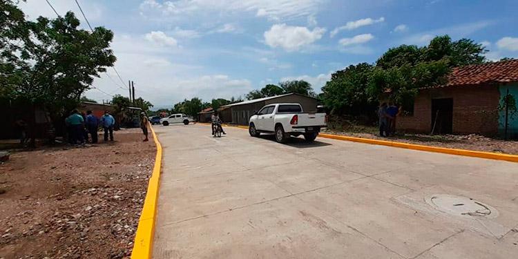 El trabajo de pavimentación de las dos cuadras de calle del barrio El Povenir, fue gratuito.