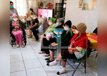 """Al superar el COVID-19, siete """"abuelitos"""" del Asilo de Ancianos del San Felipe recibieron el alta médica."""