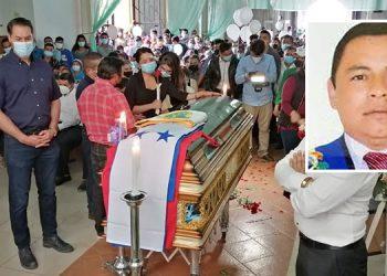 Al velatorio llegaron decenas de lugareños, quienes recordaron con bastante respeto al alcalde de Yamaranguila, José Lorenzo Bejarano Rodríguez (foto inserta).