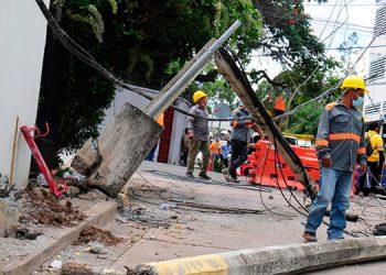 A lo interno de la colonia Matamoros los conductores se desplazan con mucha velocidad lo que provocó el accidente que desprendió parte del sistema de alumbrado público.