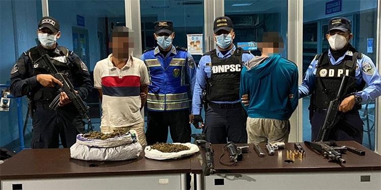 Los sujetos fueron remitidos a la Dirección Policial de Investigaciones (DPI) para ser puestos a la orden del Ministerio Público por varios delitos.
