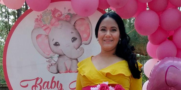 Janine se prepara para recibir a su primogénita, para finales de junio.