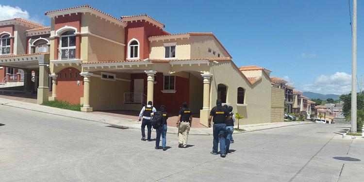 Esta vivienda de lujo ubicada en residencial El Sauce, propiedad de Levis Martínez y Mirian Espinoza, pasó a ser parte del Estado.