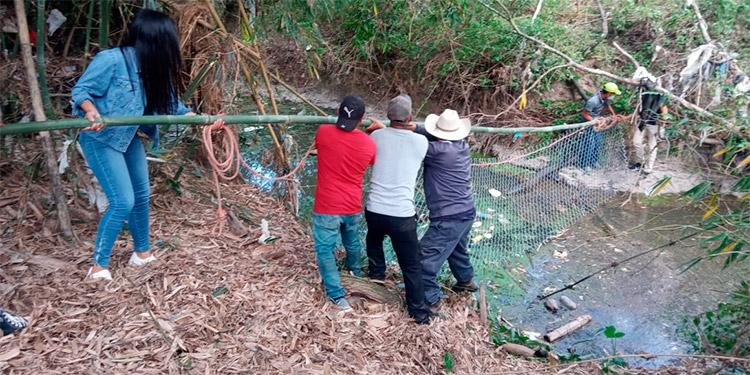 La biobarda ayudará a reducir los residuos del río Celan que está completamente contaminado.