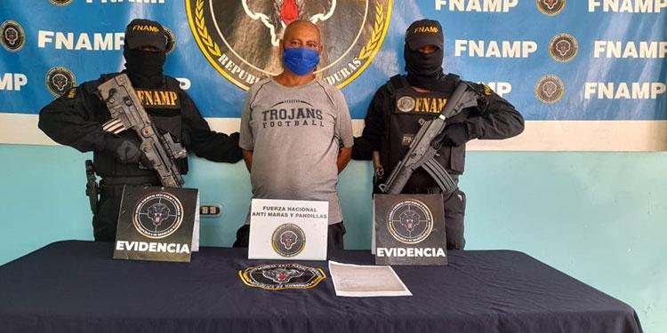 """""""El Chaca"""" mantenía la droga escondida en un termo para agua, en la aldea El Naranjo, de La Ceiba."""