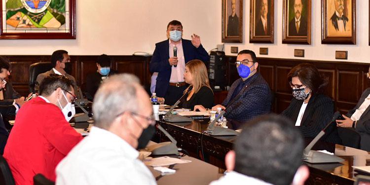 La reunión que sostuvieron ayer los miembros del CNE y del Congreso Nacional.