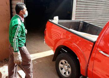 El cuerpo del taxista fue trasladado a la morgue capitalina por personal forense.