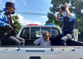 El detenido fue trasladado a una oficina fiscal para que se proceda al trámite judicial en su contra.