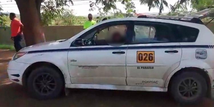 """El taxista José Leonel Sosa Zúniga (foto inserta), se conducía en su unidad a la altura de la colonia """"24 de Diciembre"""", donde fue ultimado a balazos."""
