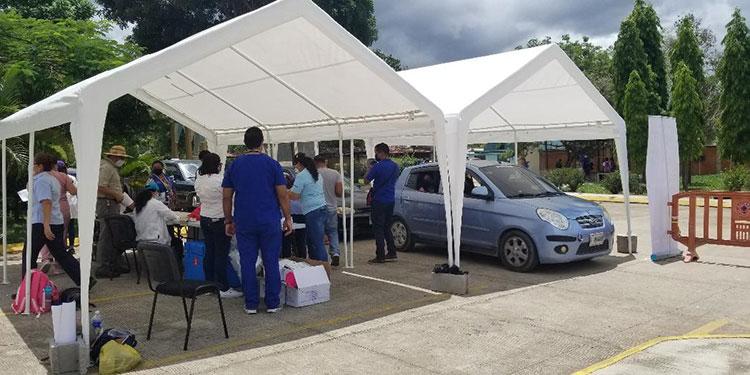 Más de 500 dosis se aplicaron en el centro de vacunación en la Universidad Católica de Honduras (Unicah).