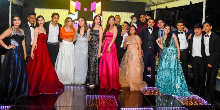 Algunos de los integrantes de la generación 2021 de Dowal School se dieron cita en el hotel Clarion para festejar su logro académico