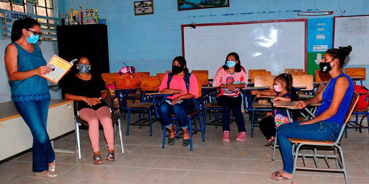 El regreso a clases estaría condicionado al proceso de vacunación de los maestros y estudiantes.
