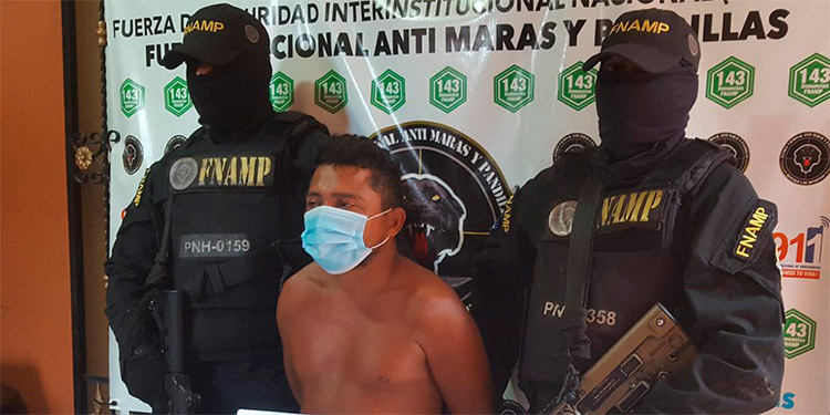 """Walter Antonio Cruz, de la banda de """"El Pollo"""", fue detenido en uno de los barrios de la ciudad de Choluteca."""