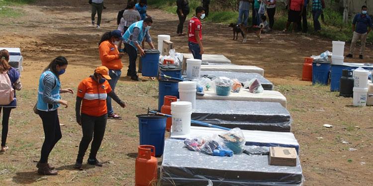 Los paquetes constan de dos camas, filtro de agua, estufa de gas LPG y su chimbo, kits de limpieza, higiene personal y bioseguridad entre otros artículos.