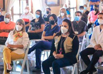 La Primera Dama, Ana García de Hernández, junto a la ministra de Salud, Alba Consuelo Flores, lanzaron las Ferias de la Salud 2021.