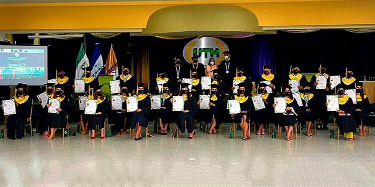 La demanda de estudios superiores crece y predomina la licenciatura en derecho y en Juticalpa hay más de 150 maestrantes que están cursando su carrera.