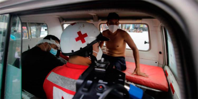 Una intensa labor desplegaron unidades de socorro de la Cruz Roja Hondureña, en primeros auxilios y traslado de heridos a centros asistenciales.