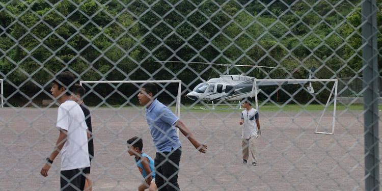 El helicóptero se encontraba estacionado cuando ocurrió el percance.