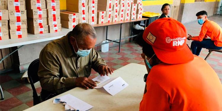 Las personas pueden acudir a los puntos de entrega de DNI para realizar el proceso de enrolamiento.