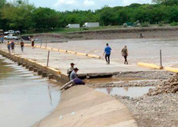 Las aproximaciones de la rampa quedaron dañadas ante crecidas del río, pero luego fueron reparadas.