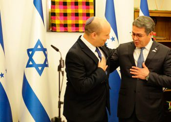 La reunión entre Naftali Bennett y el Presidente Juan Orlando Hernández se desarrolló en la Oficina del Primer Ministro de Israel.