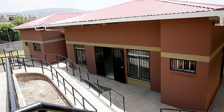 Centros comunales, pavimentación de calles y reparación de canchas fueron algunas de las obras entregadas ayer por el Presidente Juan Orlando Hernández.