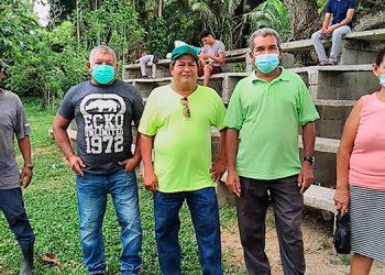 """Miembros de la Junta de Agua, de la aldea """"3 de Mayo"""", denunciaron que el sistema de agua está colapsado."""