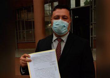 El abogado José Alberto Rivera, se presentó a eso de las 2:45 de la tarde a interponer la denuncia.