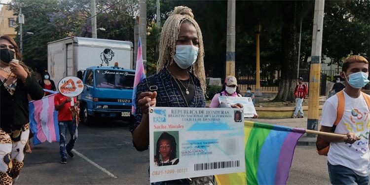 Sasha Morales, exige se le cambie el nombre.
