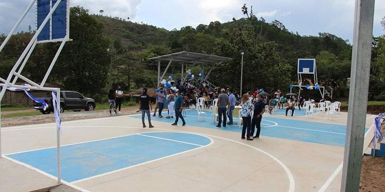 En la cancha multiusos la juventud podrá jugar partidos de futbolito y básquetbol.